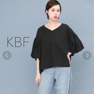 ケービーエフ(KBF)のKBF タックフレアスリーブブラウス(シャツ/ブラウス(半袖/袖なし))