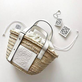 LOEWE - 美品 LOEWE ロエベ カゴバッグ Mサイズ バスケット ホワイト
