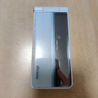エヌティティドコモ(NTTdocomo)のdocomo p-01f 携帯電話 ホワイト(携帯電話本体)