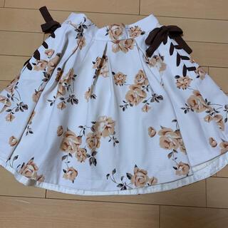 ロジータ(ROJITA)のROJITA ホワイト 花柄スカート(ミニスカート)