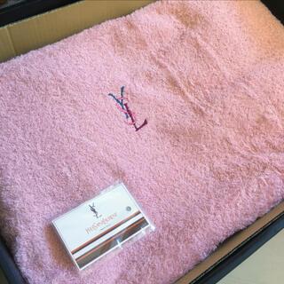 サンローラン(Saint Laurent)のイヴサンローラン 洗濯可能 タオルシーツマイヤー ピンク 140 × 240(シーツ/カバー)