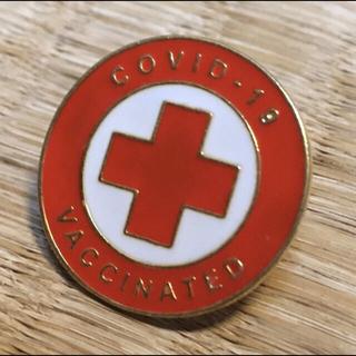 新型コロナウイルス感染症ワクチン接種済み 完了 ピンバッジ バッチ バッヂ 赤色(バッジ/ピンバッジ)