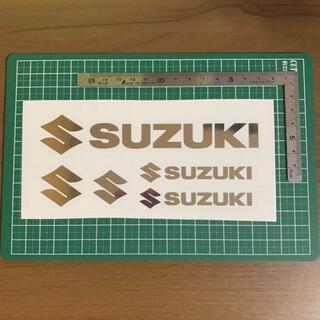 スズキ(スズキ)のSUZUKI スズキ ステッカー シルバー ハンドメイド ブラックバス 送料無料(車外アクセサリ)