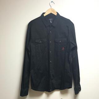 フォーエバートゥエンティーワン(FOREVER 21)の古着 forever21  ブラック シャツ 長袖 刺繍(シャツ)