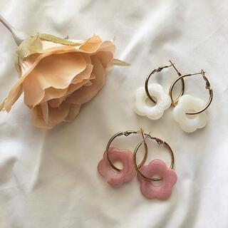 リリーブラウン(Lily Brown)のお花のピアス♡くすみカラー フラワーフープピアス ピンク ブルー ホワイト(ピアス)