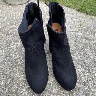 エイチアンドエム(H&M)のスウェード ショートブーツ(ブーツ)