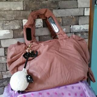 シーバイクロエ(SEE BY CHLOE)のナイロン ピンク 羊のバッグチャーム クロエ ハンドバッグ ナイロンバッグ(ハンドバッグ)