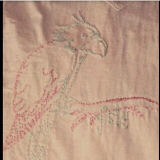 ビームス(BEAMS)のバックプリント 刺繍 ナチュラルシャツ オウム柄(Tシャツ(長袖/七分))