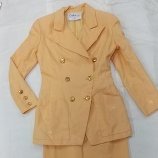 シャネル(CHANEL)のシャネルのスーツ (山吹色)(スーツ)