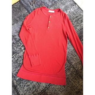 エディットフォールル(EDIT.FOR LULU)のHAKUJI ハクジ ワッフルヘンリーカットソー 裾ラウンド袖スリット 赤(カットソー(長袖/七分))