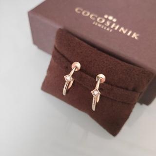 COCOSHNIK - ココシュニック ダイヤ フープ イヤリング スクエア