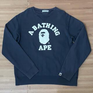 アベイシングエイプ(A BATHING APE)の★大人気★ APE カレッジロゴ スウェット トレーナー M シャーク(スウェット)