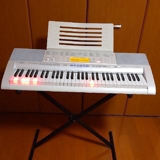 カシオ(CASIO)の光ナビゲーションキーボード スタンド付き CASIO LK-205(電子ピアノ)