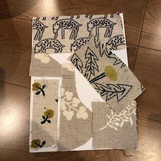 ミナペルホネン(mina perhonen)のミナペルホネン ベージュのはぎれ かけら forest parade skip (生地/糸)