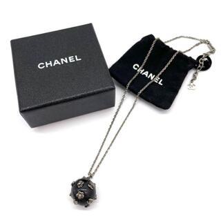 シャネル(CHANEL)の【美品】シャネル 02A ボールネックレス ココマーク カメリア Q38(ネックレス)