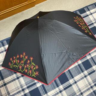 シビラ(Sybilla)の新品未使用 シビラパラソル雨天兼用 遮熱、uv遮光99黒に花柄(傘)