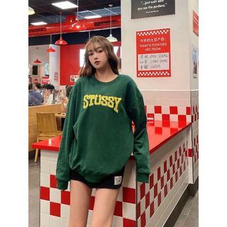 ステューシー(STUSSY)のStussy 森緑重工刺繍丸襟パーカー(パーカー)