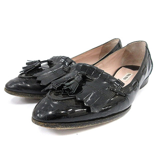 ミュウミュウ(miumiu)のミュウミュウ ローファー エナメル タッセル 37 24cm黒(ローファー/革靴)
