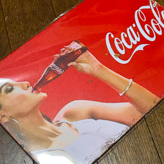 コカコーラ(コカ・コーラ)のコカコーラ ピンナップガール drinking ブリキ看板(ソフトドリンク)