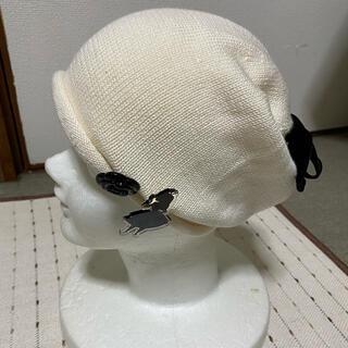 アナスイ(ANNA SUI)の新品未使用 アナスイ ニット帽子 不思議な国のアリス ブローチ付き白(ニット帽/ビーニー)