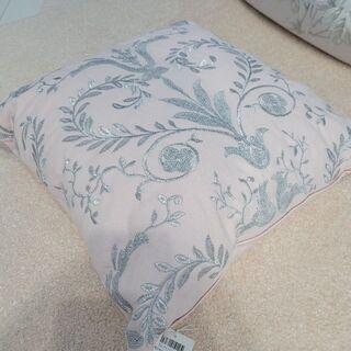 ローラアシュレイ(LAURA ASHLEY)のローラアシュレイ ジョゼッテ ピンク 刺繍 クッション(クッション)