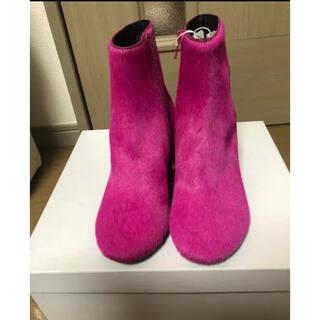 エムエムシックス(MM6)のMM6 Maison Margiela  リアルファーブーツ(pink)(ブーツ)