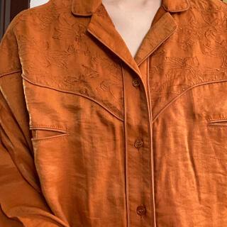 刺繍 シャツ オレンジ