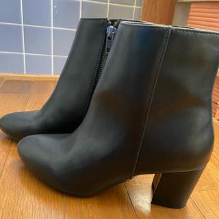 ジーナシス(JEANASIS)のショートブーツ ブラック 23センチ(ブーツ)