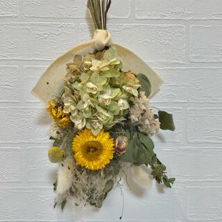 ドライフラワースワッグ イエローブーケ ヘリクリサム カシワバ紫陽花 花束(ドライフラワー)