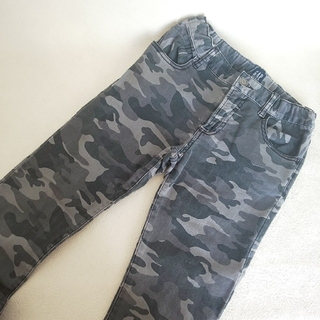 ギャップ(GAP)の子供服 迷彩柄パンツ GAP 140(パンツ/スパッツ)