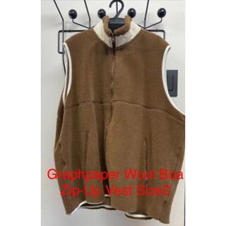 """コモリ(COMOLI)のGraphpaper Wool Boa Zip-Up Vest""""CAMEL""""(ベスト)"""