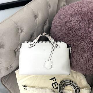 フェンディ(FENDI)の極美品 FENDI フェンディ スタッズ バイザウェイ ホワイト(ハンドバッグ)