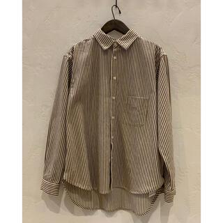 コモリ(COMOLI)の【ブラウンカラー】confect ロンドンストライプシャツ(シャツ)