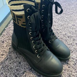 フェンディ(FENDI)のfendi ブーツ 靴 ロココ コンバットブーツ(ブーツ)