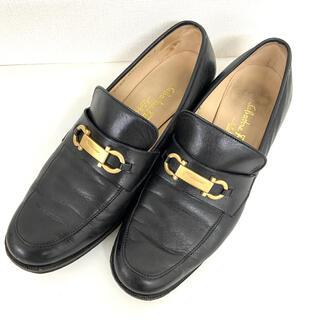 サルヴァトーレフェラガモ(Salvatore Ferragamo)のフェラガモ   靴 ローファー 黒(ローファー/革靴)