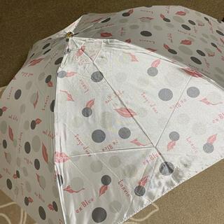 ランバンオンブルー(LANVIN en Bleu)の新品未使用ランバンオンブルー雨傘軽量コンパクトミニ グレーにリップ柄(傘)