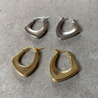 イエナスローブ(IENA SLOBE)のFlat hoop gold pierce No.702(ピアス)