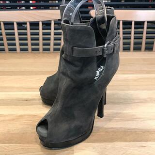 フェンディ(FENDI)の美品 フェンディ オープントゥショートブーツ スエード グレー 34.5(ブーツ)