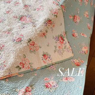 キルトマルチカバー ピンク×ブルー花柄 ベッドスプレッド   ソファカバー(シーツ/カバー)