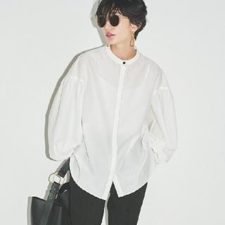 ミラオーウェン(Mila Owen)の新品未使用 スタンドカラー袖ボリュームブラウス 白 S Mila Owen(シャツ/ブラウス(長袖/七分))
