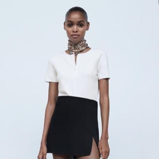 ザラ(ZARA)の新品  ZARA ボタンディティールTシャツ(Tシャツ(半袖/袖なし))
