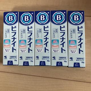 コバヤシセイヤク(小林製薬)のビフナイト 5個セット ニキビケア シミそばかす 新品未使用品未開封品(フェイスクリーム)