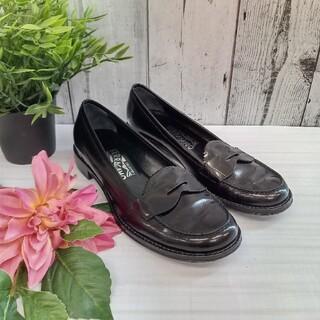 サルヴァトーレフェラガモ(Salvatore Ferragamo)の【6057R】フェラガモ パテントレザー ローファー(ローファー/革靴)