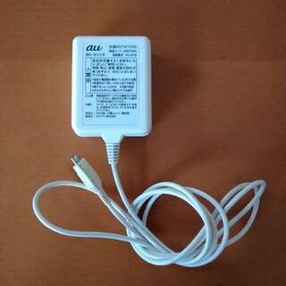 エーユー(au)の共通ACアダプタ05(バッテリー/充電器)