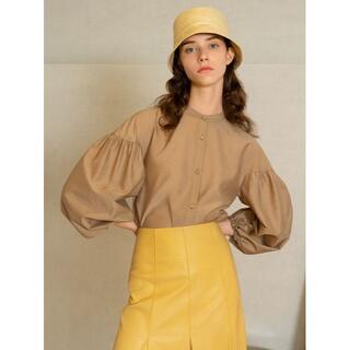 ミラオーウェン(Mila Owen)のスタンドカラー袖ボリュームブラウス ベージュ 1(シャツ/ブラウス(長袖/七分))