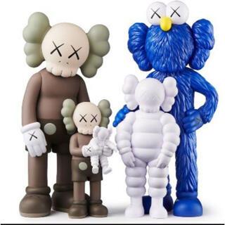 MEDICOM TOY - kaws family Brown/Blue/White  正規品  新品未開封