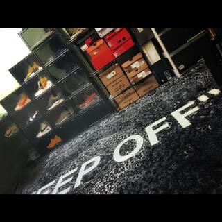 """イケア(IKEA)のVirgil Abloh x IKEA """"KEEP OFF"""" 200×300(ラグ)"""