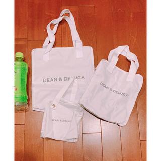 ディーンアンドデルーカ(DEAN & DELUCA)のDEEN&DELUCA 保冷バッグ3個セット(弁当用品)