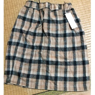 イーハイフンワールドギャラリー(E hyphen world gallery)のタック入りチェック柄スカート(ひざ丈スカート)