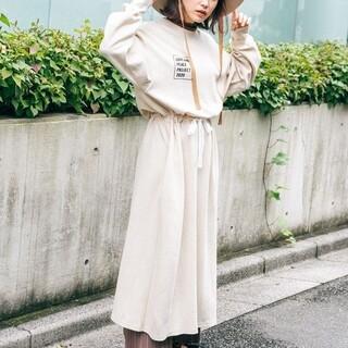 haco! - 【高橋愛さんコラボ】ゆるっとオーバーサイズがかわいいロゴプリントワンピース